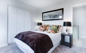 Des teintes claires pour les murs de la chambre à coucher