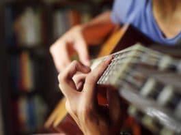 Comment apprendre à jouer d'un instrument de musique ?