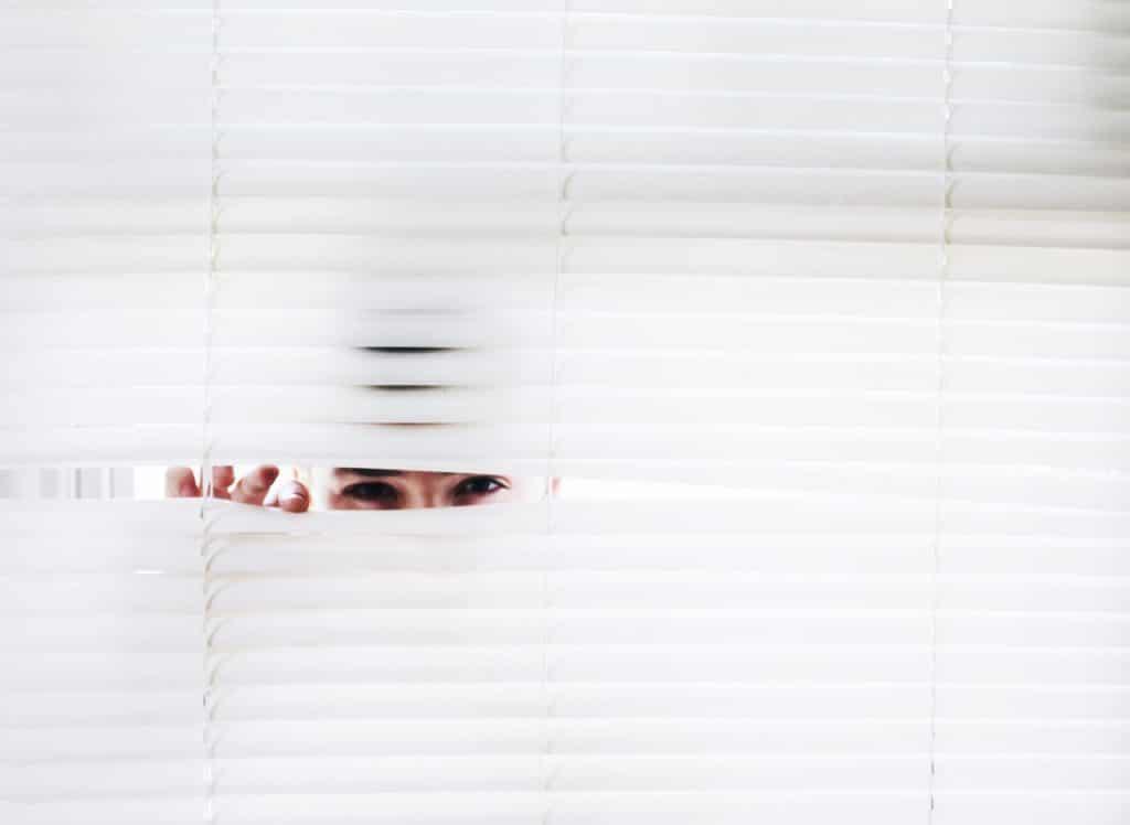 Espionner gratuitement un portable : est-ce vraiment possible ?