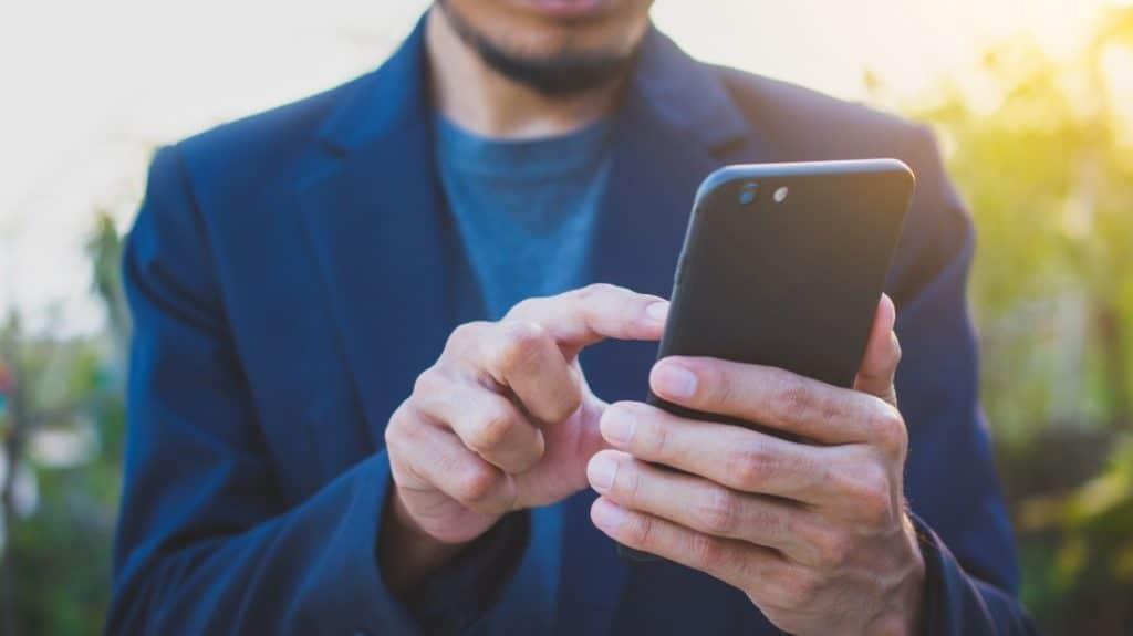 Surveiller le portable de sa conjointe et retracer l'historique des appels